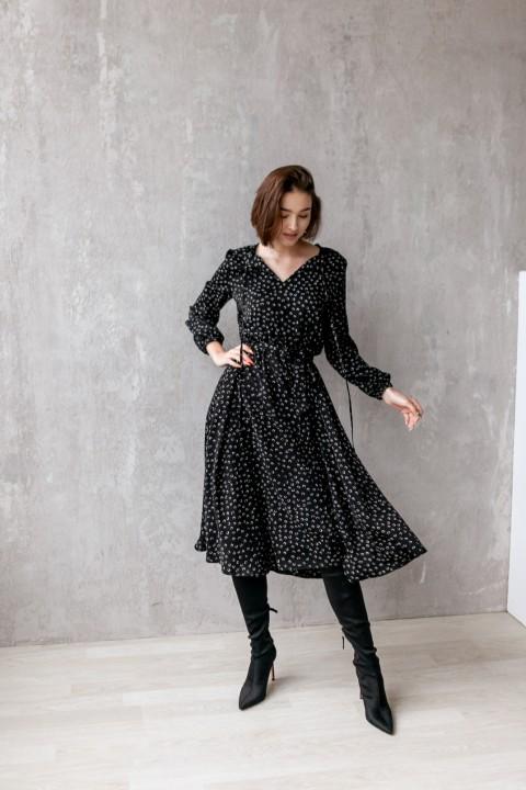 Платье KRASA 275-21 черное в сердечки